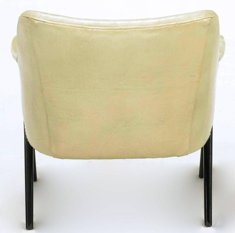 Pair of 1940s Modernist Club Chairs in Original Bone Glazed Leather For Sale 1