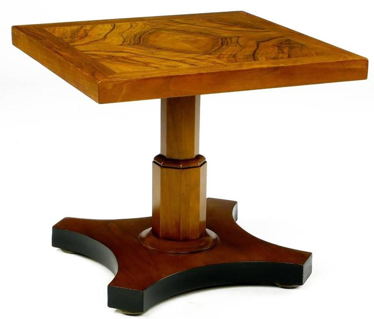 Pair of Baker Furniture 1950s Highly Figured Bookmatched Walnut Side Table In Good Condition For Sale In Chicago, IL