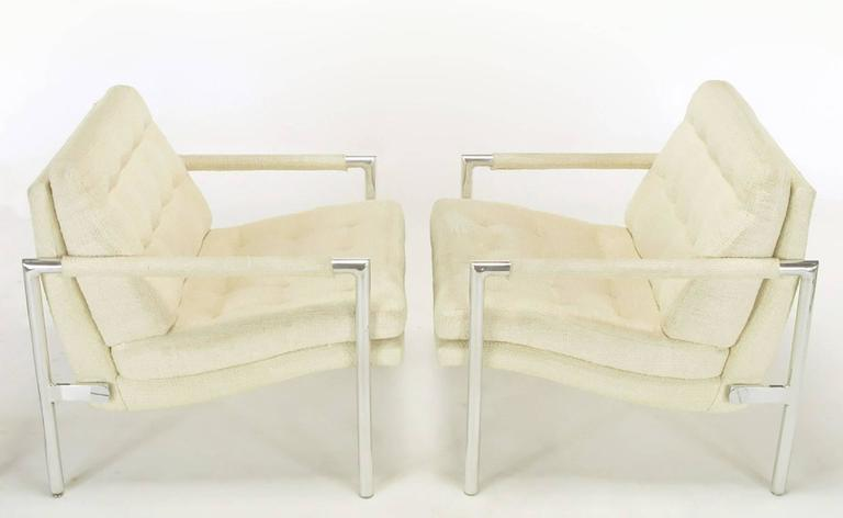 Pair of Polished Aluminum & Linen Lounge Chairs in the Manner of Harvey Probber In Good Condition For Sale In Chicago, IL