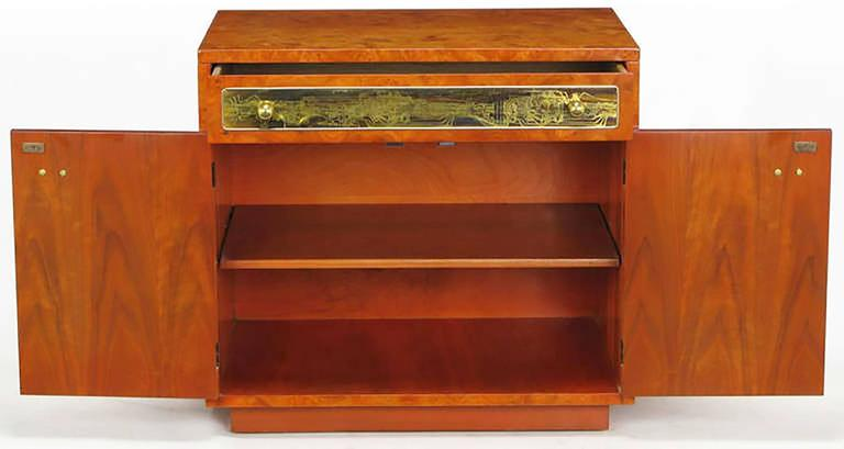 American Rare Mastercraft Tangerine Burl Amboyna Nightstands with Acid Etch Detail For Sale