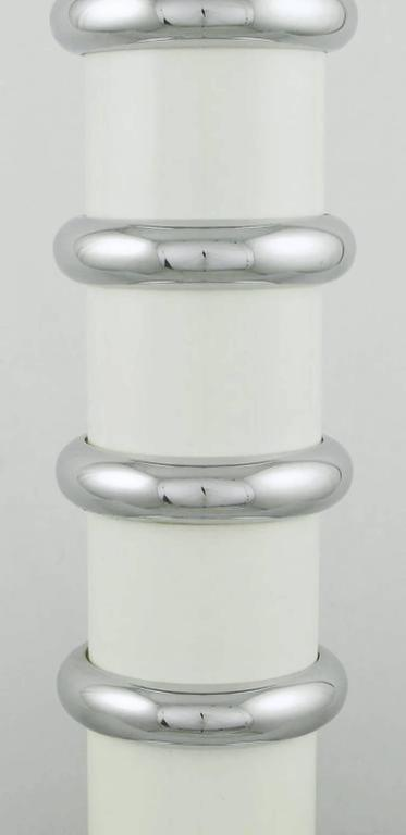 Pair of Mutual Sunset White Enamel and Chrome Table Lamps In Excellent Condition For Sale In Chicago, IL