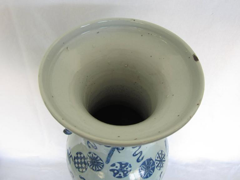 Chinese Blue and White Vase In Excellent Condition For Sale In East Hampton, NY
