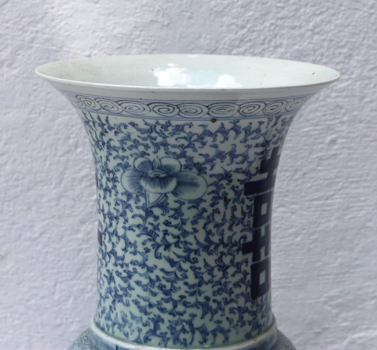 Chinese Blue and White Vase In Good Condition In East Hampton, NY