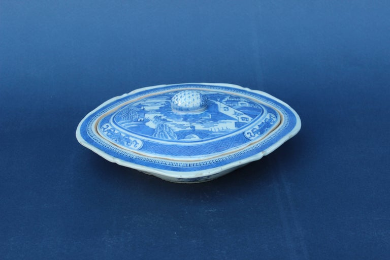 Blue and white Chinese Canton tureen. Minor chips to the edge of the dish.