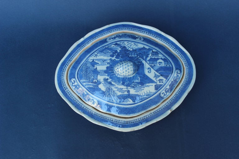 Blue and White Chinese Canton Covered Dish In Good Condition For Sale In East Hampton, NY