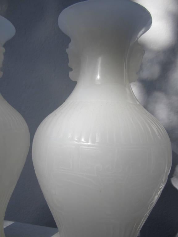 Pair of White Peking Glass Vases In Excellent Condition For Sale In East Hampton, NY