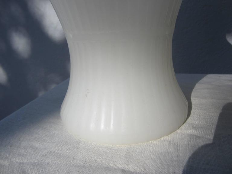 Pair of White Peking Glass Vases For Sale 1