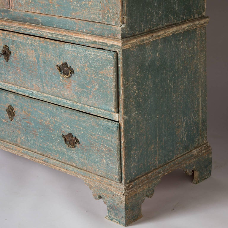 Swedish Rococo Period Linen Press or Cupboard with Two Drawers, circa 1760 For Sale 4