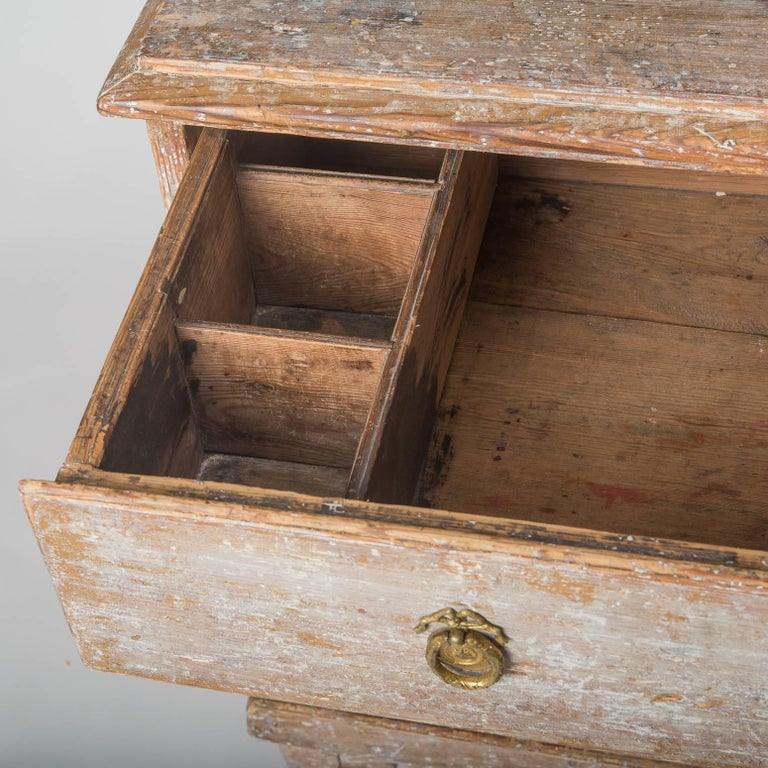 Swedish Late Gustavian Period Three-Drawer Chest, circa 1825 For Sale 5