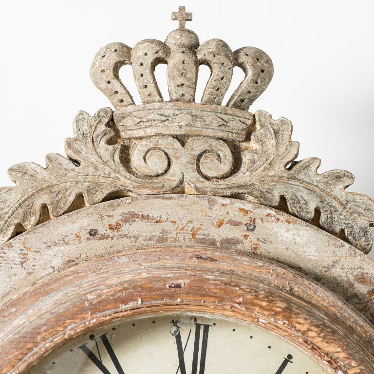 Swedish Mora Clock with Crown in Pale Green Paint, circa 1800 In Excellent Condition For Sale In New Preston, CT