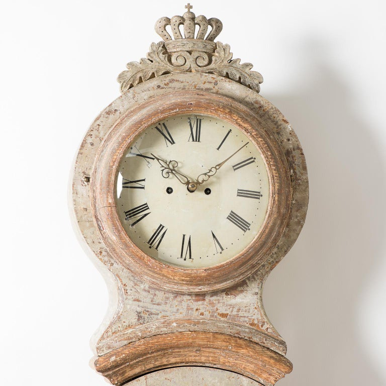Swedish Mora Clock with Crown in Pale Green Paint, circa 1800 For Sale 2