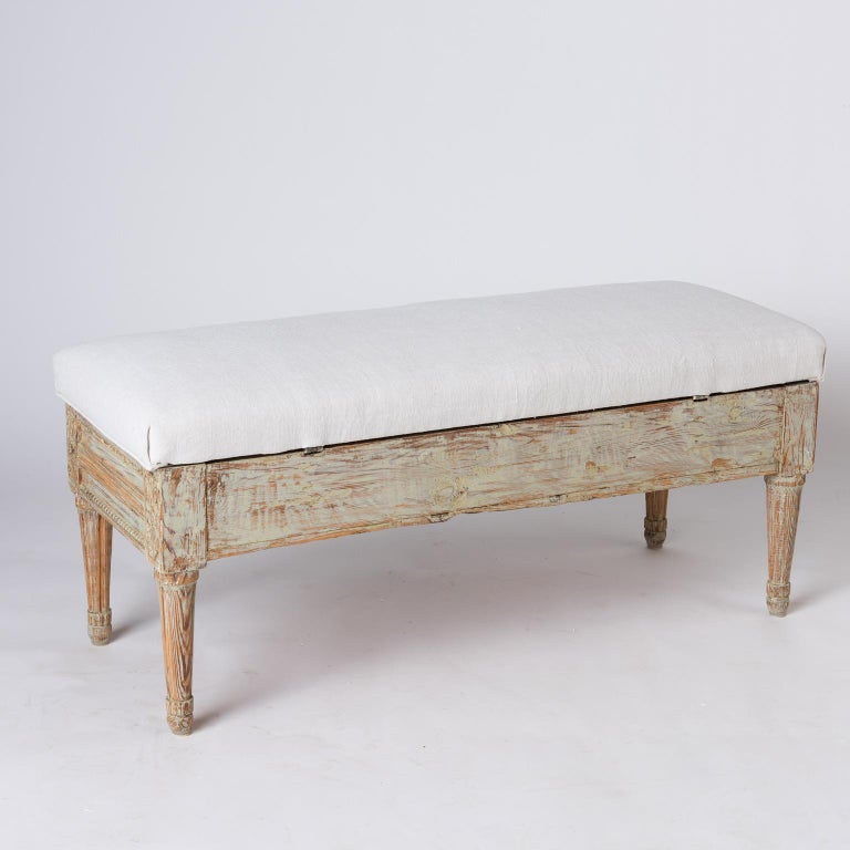 Gustavian Period Lift-Top Bench from Östergötland, Sweden, circa 1780 For Sale 1
