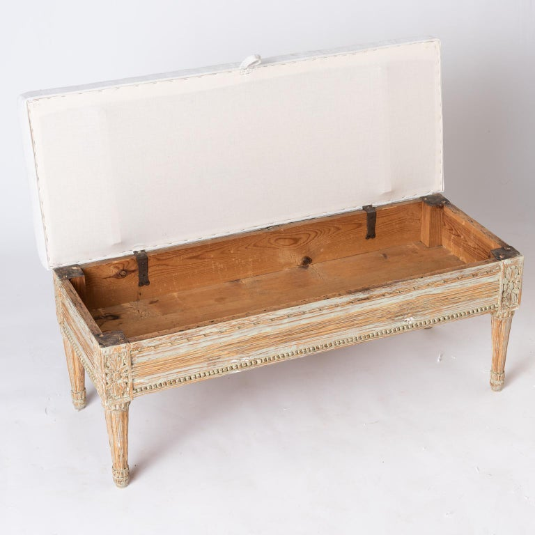 Gustavian Period Lift-Top Bench from Östergötland, Sweden, circa 1780 For Sale 2
