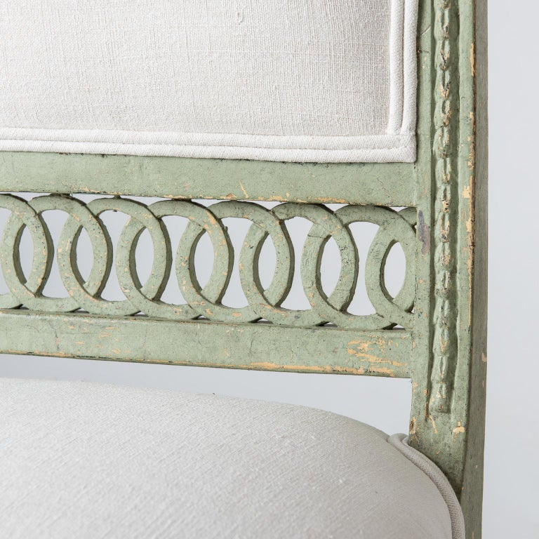 Pair of Swedish Gustavian Period Side Chairs in Old Green Paint, circa 1800 In Good Condition For Sale In New Preston, CT