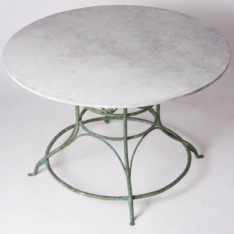 French Wrought Iron Circular Table with White Marble Top, circa 1900 For Sale 2