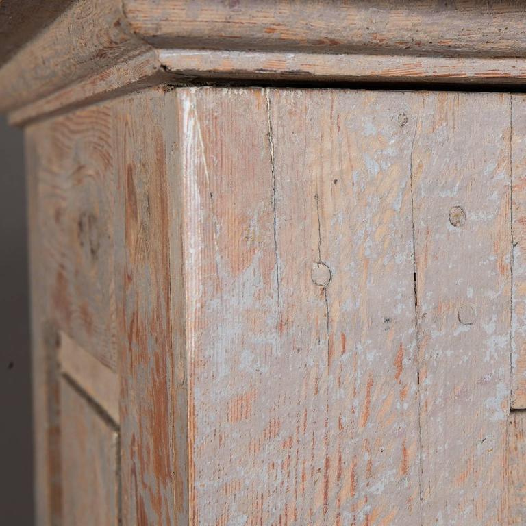 Swedish Late Gustavian Column Cabinet, circa 1800 For Sale 1