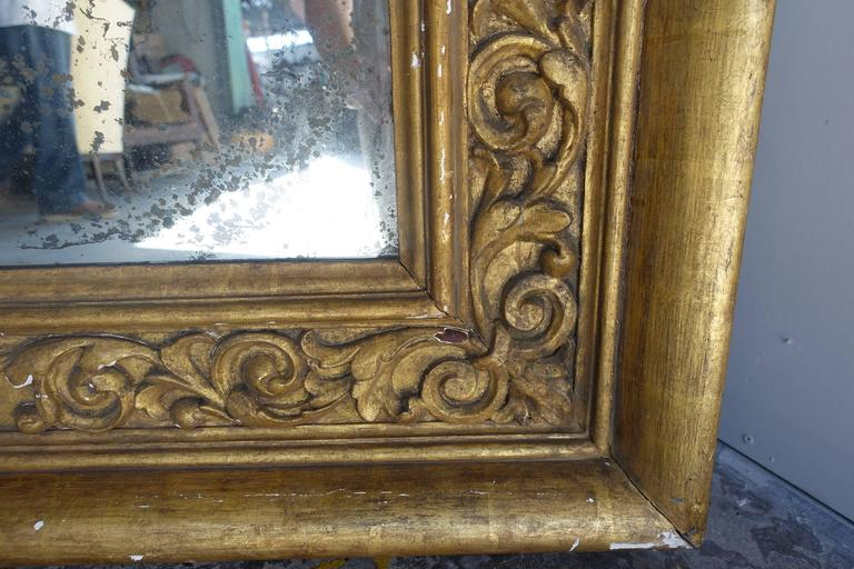 Pair of 19th Century Italian Giltwood Mirrors In Distressed Condition For Sale In Los Angeles, CA