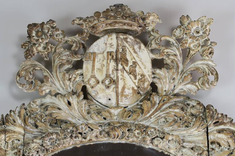 18th Century Italian Carved Painted Mirror with Royal Family Crest For Sale 1