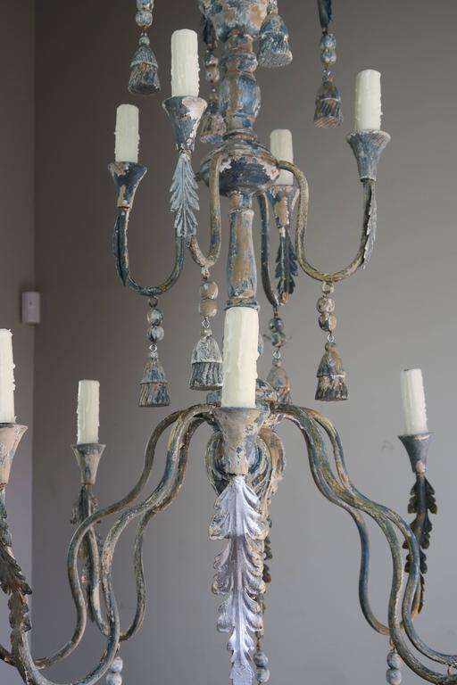 Mid-20th Century Twelve-Light Italian Iron and Wood Painted Chandelier For Sale