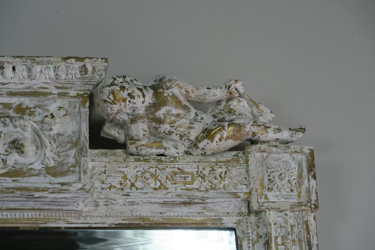 Early 20th Century Italian Painted Neoclassical Style Mirror with Cherubs For Sale