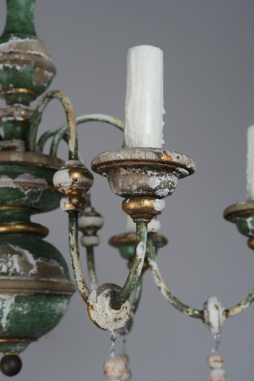 Mid-20th Century Italian Painted and Parcel-Gilt Chandelier with Wood Drops For Sale