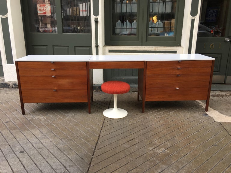 Florence Knoll for Knoll Dresser and Desk/Vanity in Walnut For Sale 3