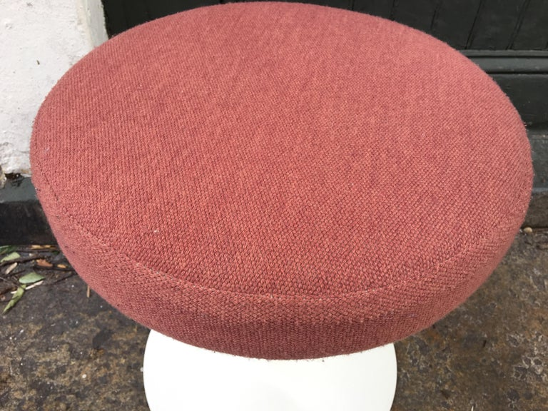 Eero Saarinen for Knoll Swivel Tulip Stools In Good Condition For Sale In Philadelphia, PA