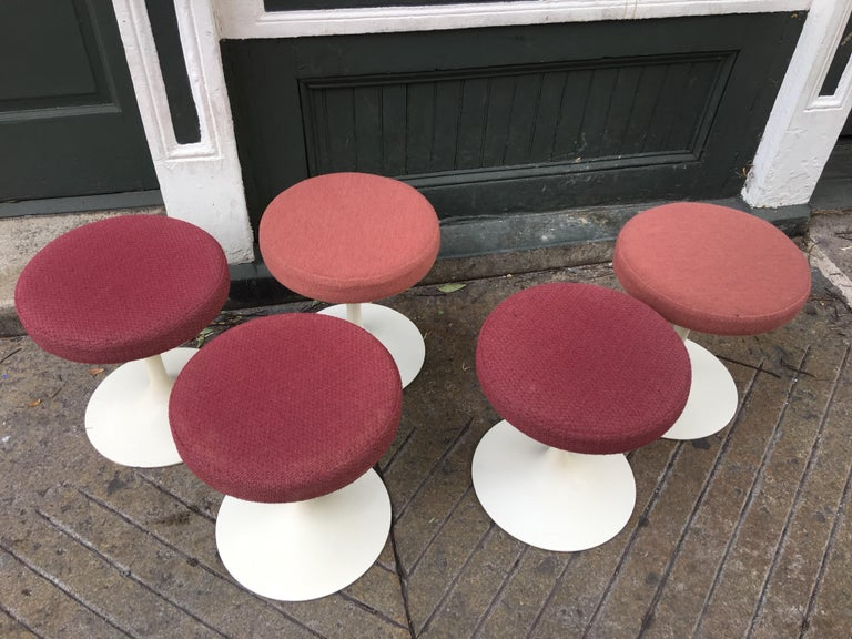 Eero Saarinen for Knoll Swivel Tulip Stools For Sale 1
