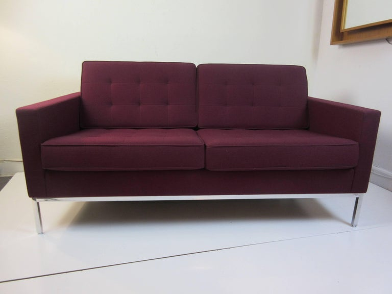 Mid-Century Modern Florence Knoll for Knoll Settee For Sale