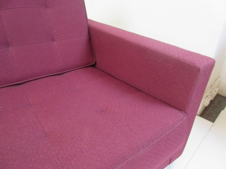 Florence Knoll for Knoll Settee In Excellent Condition For Sale In Philadelphia, PA