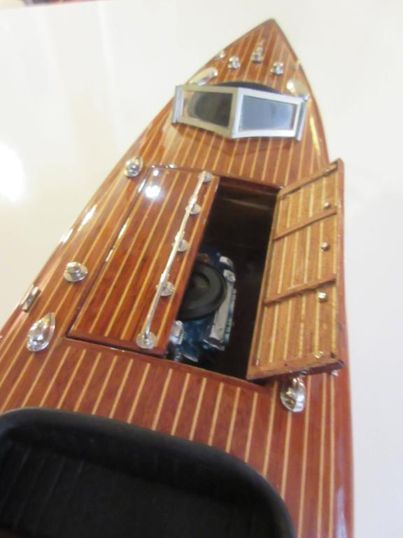 Chris-Craft Scale Model Mahogany Inboard Motor Runabout 8