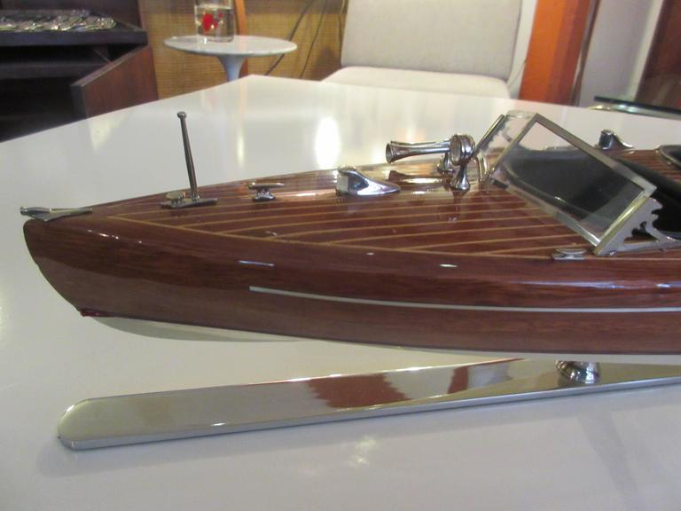 Chris-Craft Scale Model Mahogany Inboard Motor Runabout 2