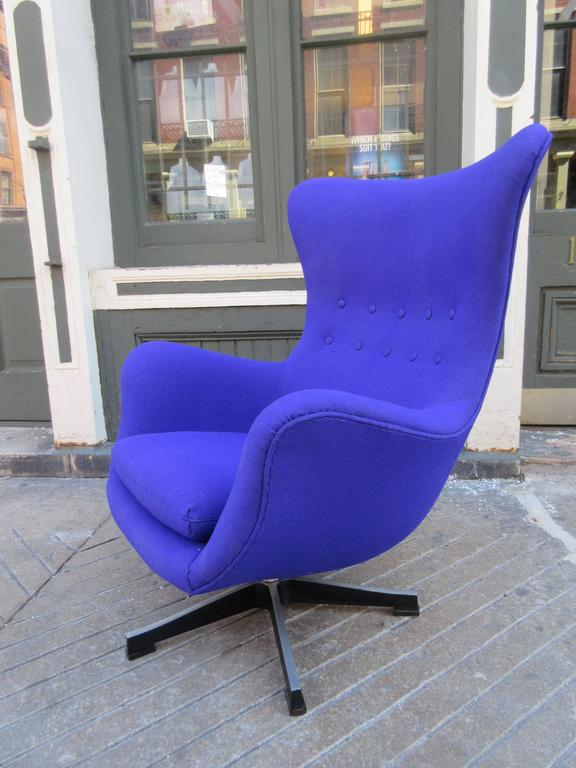Scandinavian Egg Chair In The Style Of Arne Jacobsen In Excellent Condition  For Sale In Philadelphia