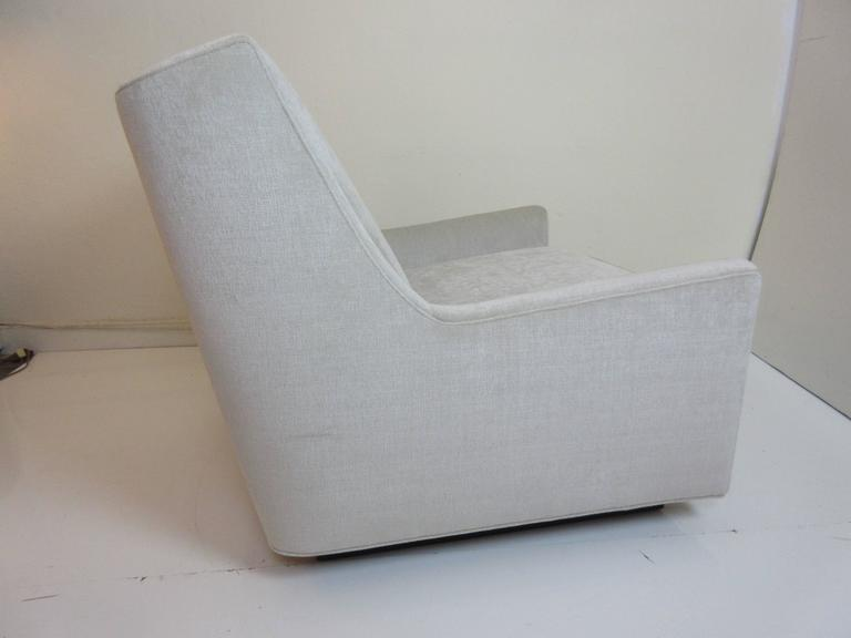 Floating Oversized Milo Baughman Lounge Chair 2