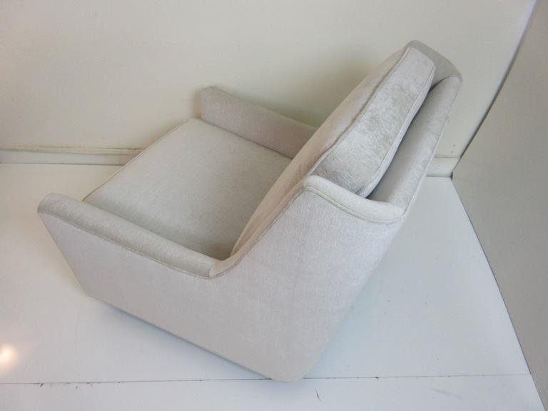 Floating Oversized Milo Baughman Lounge Chair 8