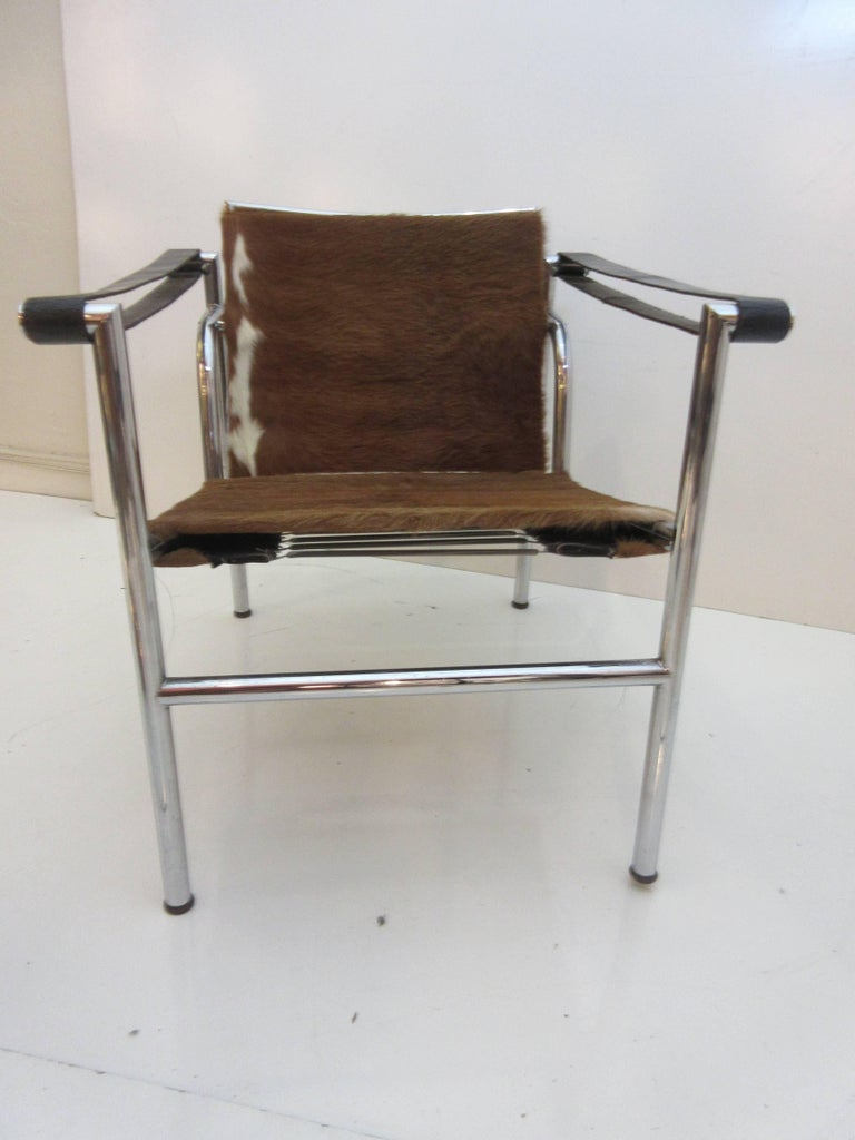 Le corbusier pierre jeanneret and charlotte perriand lc1 - Chaise lc1 le corbusier ...
