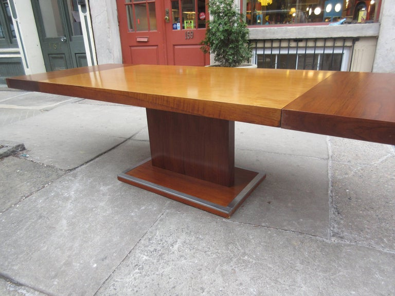 Founders Dining Table by Milo Baughman In Excellent Condition For Sale In Philadelphia, PA