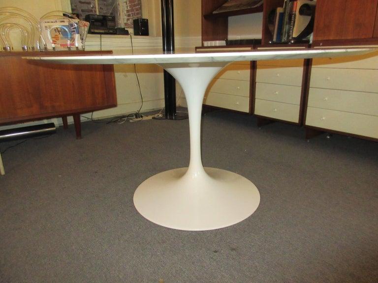 Mid-Century Modern Eero Saarinen for Knoll Arabescato Marble Dining Table For Sale