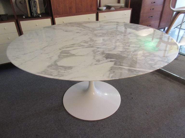 American Eero Saarinen for Knoll Arabescato Marble Dining Table For Sale