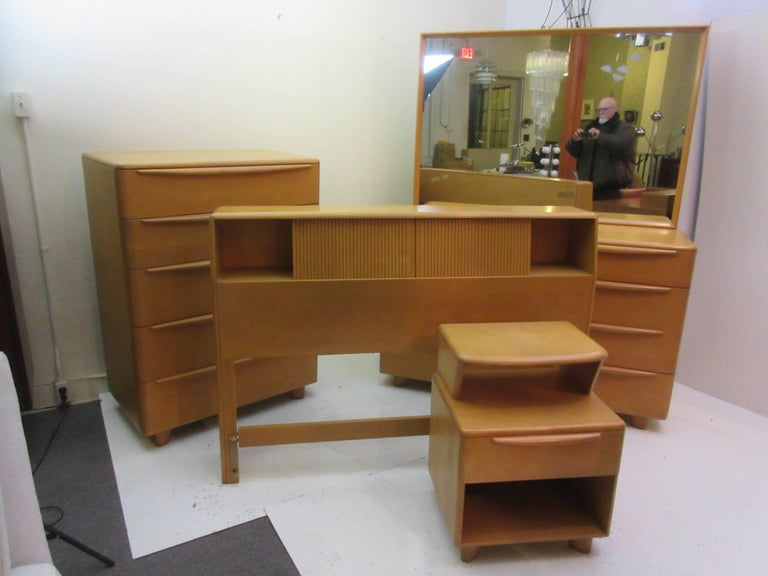Mid-20th Century Heywood Wakefield Encore Dresser with Mirror  For Sale