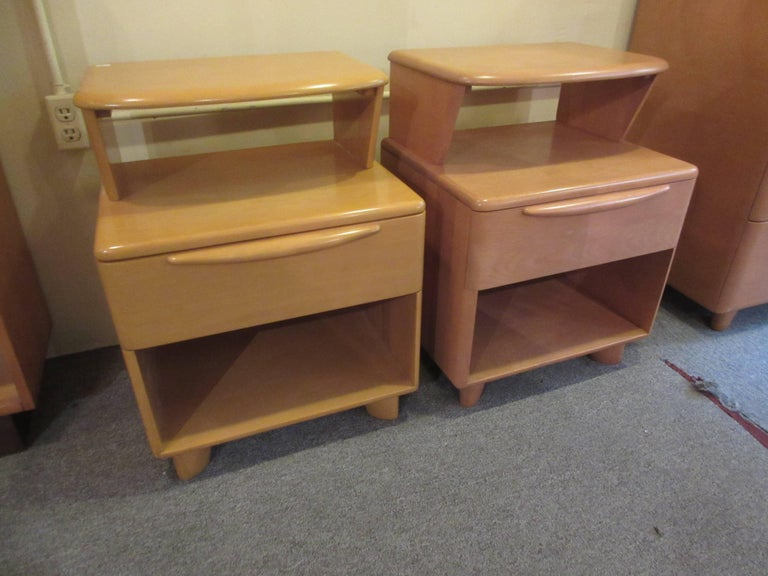 Heywood Wakefield Encore Nightstand In Excellent Condition For Sale In Philadelphia, PA