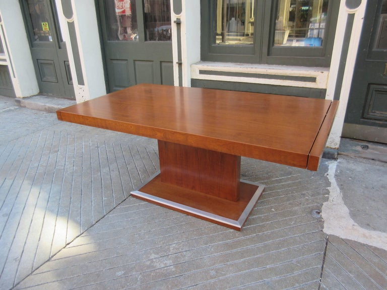 Mid-Century Modern Milo Baughman for Founders Walnut Extension Dining Table For Sale