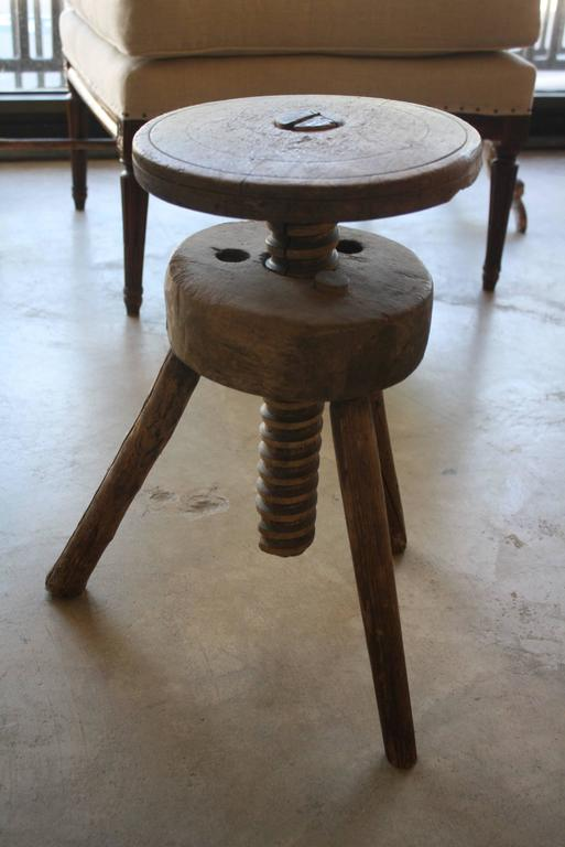Captivating Vintage Adjustable Artist Stool 2