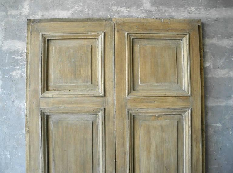 Pair of Antique Italian 18th Century Wooden Doors with Panelling & Iron  Hardware In Good Condition - Pair Of Antique Italian 18th Century Wooden Doors With Panelling And