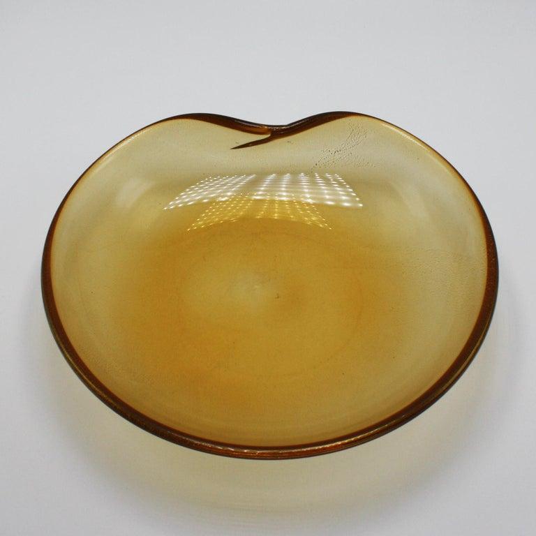 Gold Aventurine Murano glass bowl, circa 1960 In Good Condition For Sale In Dallas, TX