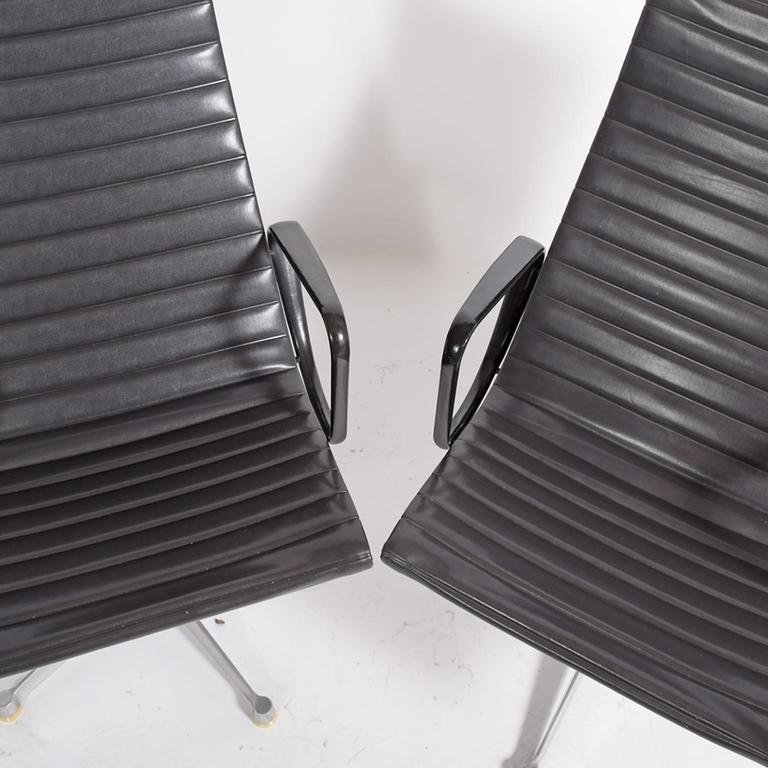 Early Production Aluminum Group Lounge Chairs by Charles Eames 4