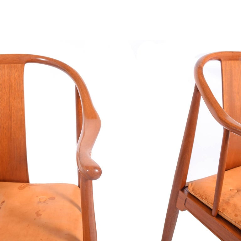 "Mid-20th Century Pair of Hans Wegner ""Chinese Chairs"" for Fritz Hansen For Sale"