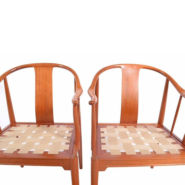 "Pair of Hans Wegner ""Chinese Chairs"" for Fritz Hansen In Good Condition For Sale In Dallas, TX"