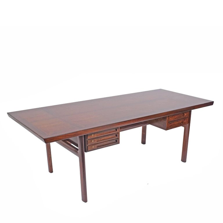 Rosewood Desk by Peter Hvidt and Orla Mølgaard Nielsen for Pontoppidan In Good Condition For Sale In Dallas, TX
