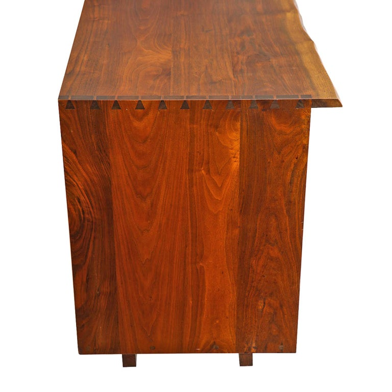 George Nakashima Chest of Drawer in Walnut Nakashima Studio In Good Condition For Sale In Dallas, TX